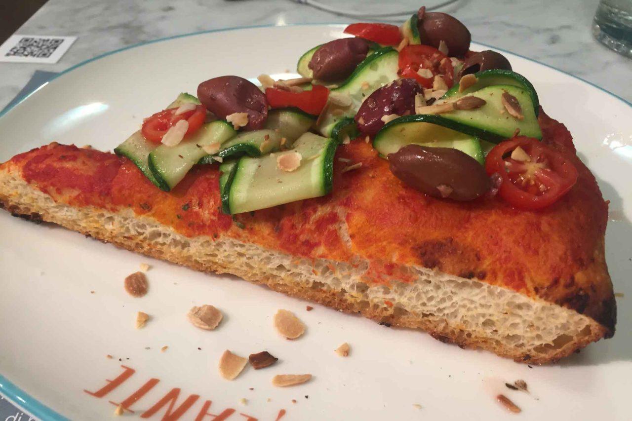 filante pizzeria milano pizza trancio sotto il sole taglio