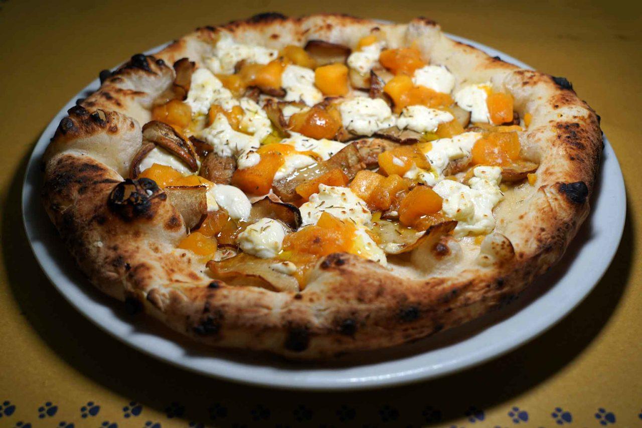 pizza funghi porcini e cachi pizzeria La Gatta Mangiona Roma