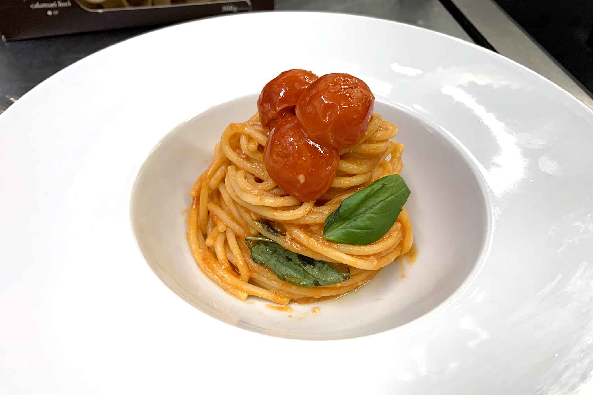 spaghetti al pomodoro san marzano e ciliegino