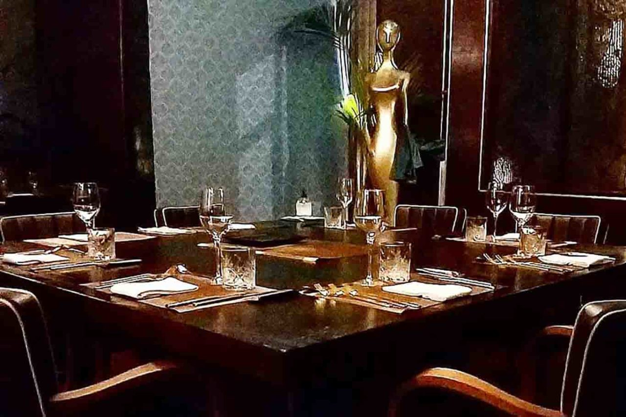 un solo tavolo al ristorante Grand Love Milano guida green pass