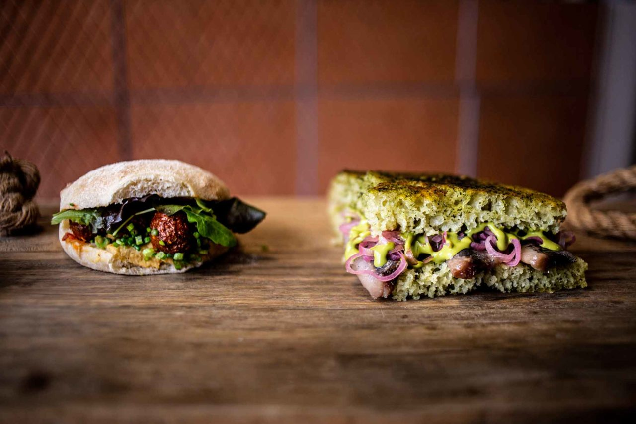 28 posti Pane arabo agnello Focaccia alle sarde panini delivery