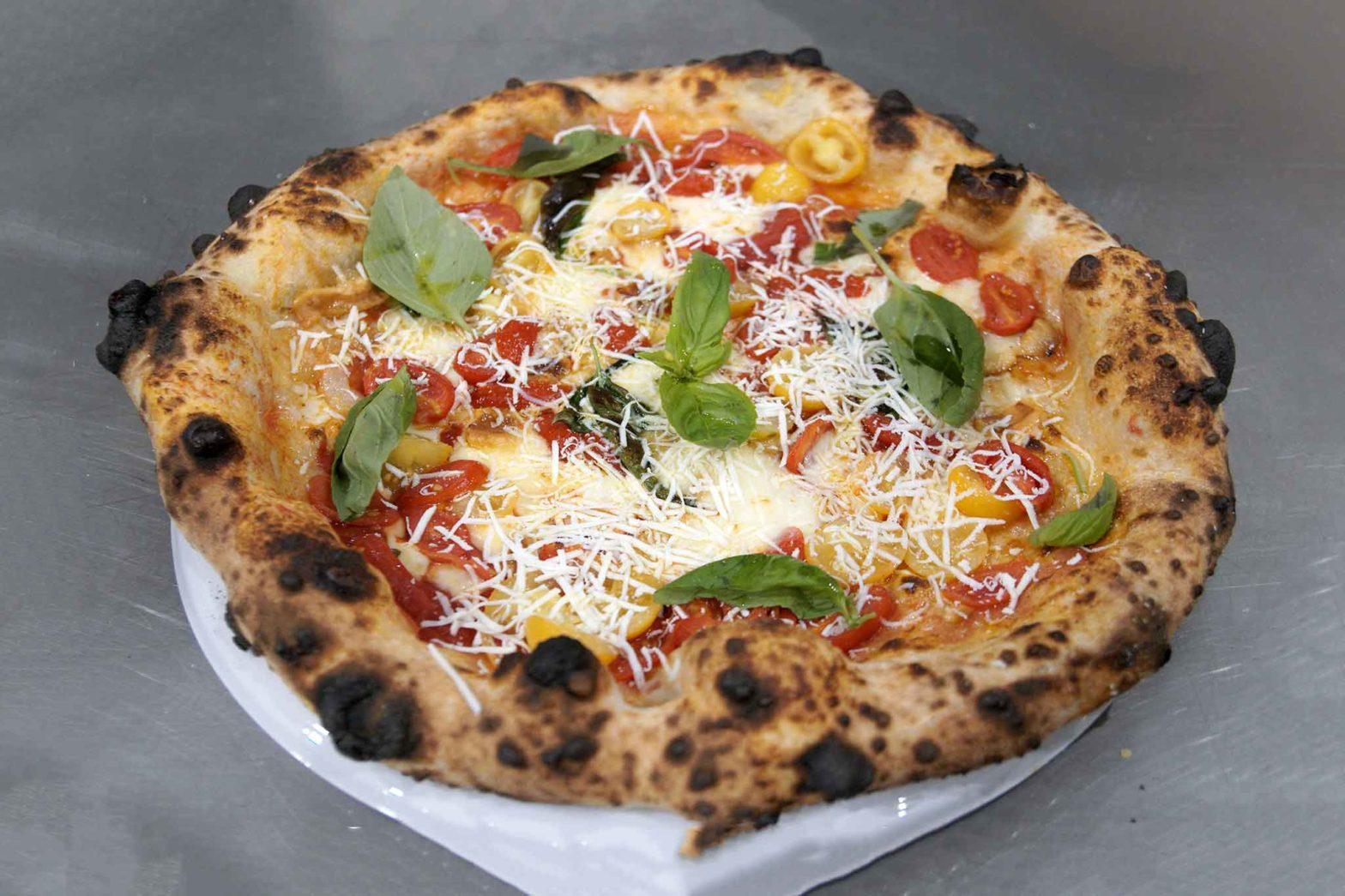 pizza tre pomodori