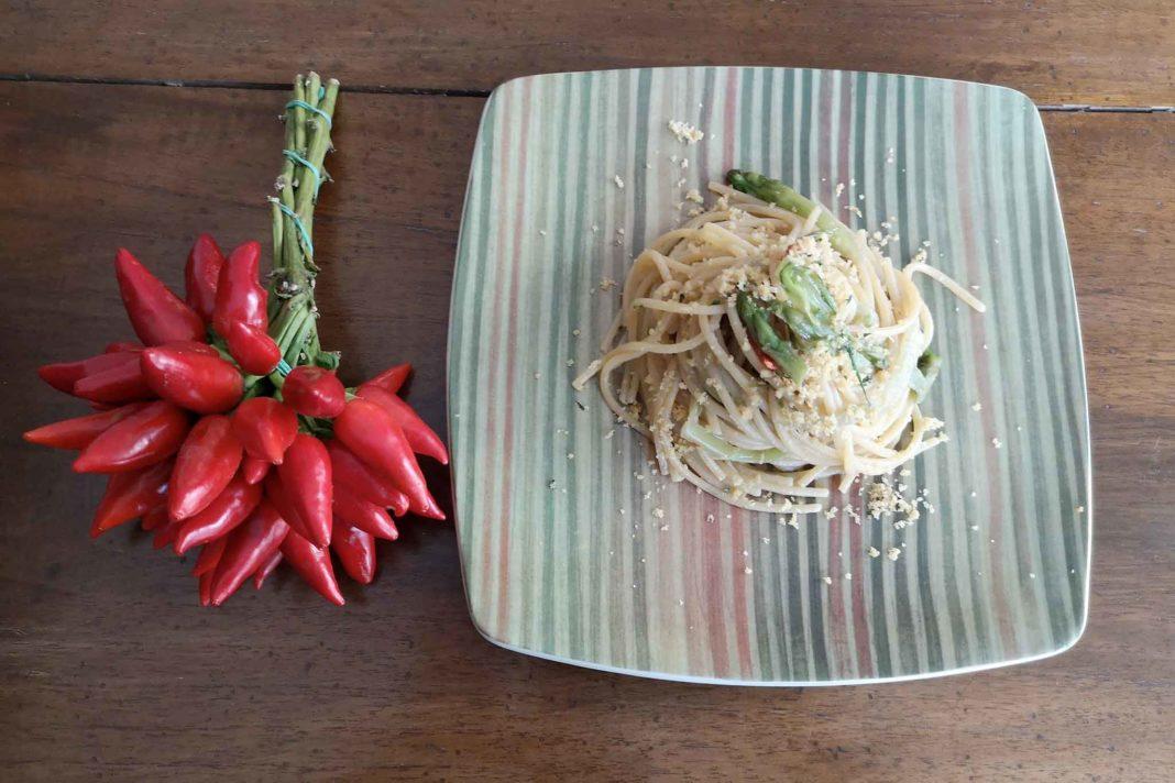 spaghetti aglio olio peperoncino puntarelle