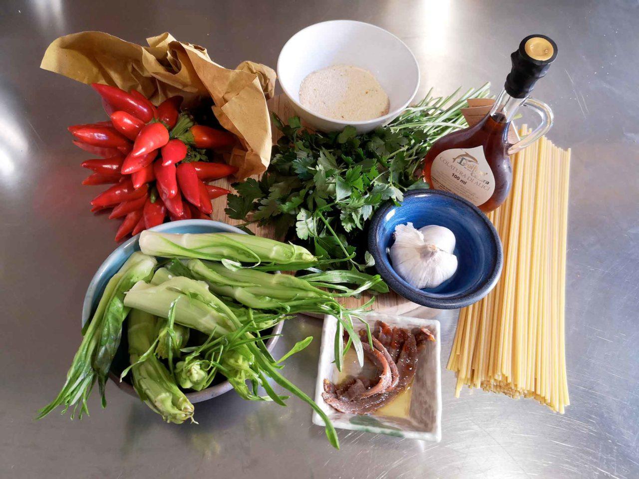 spaghetti aglio olio peperoncino puntarelle ingredienti