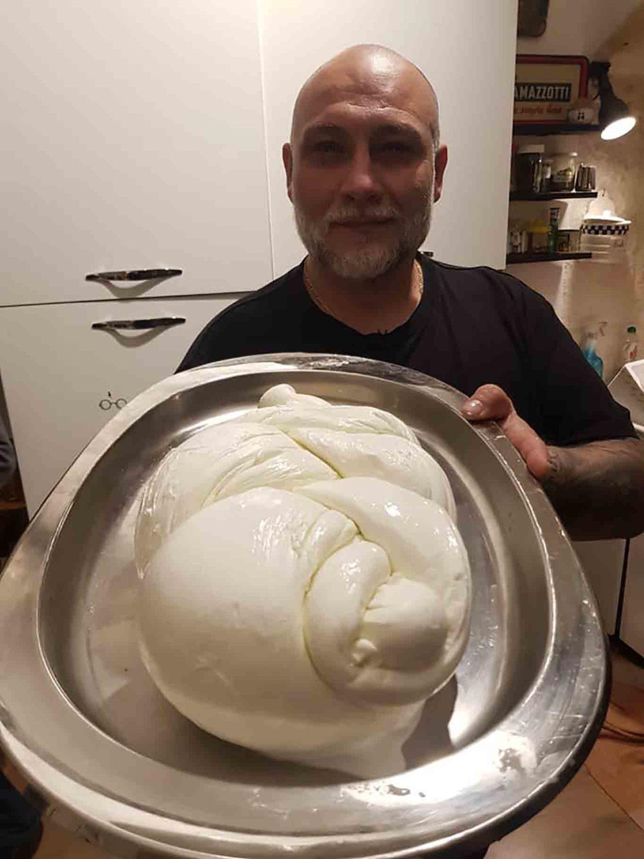Francesco Martucci e la mozzarella di bufala non congelata