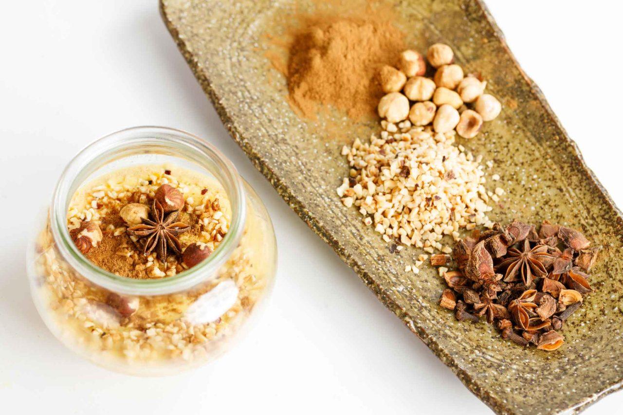 crema cotta in vasocottura con nocciole