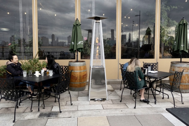 Covid New York ristoranti aperto lampada
