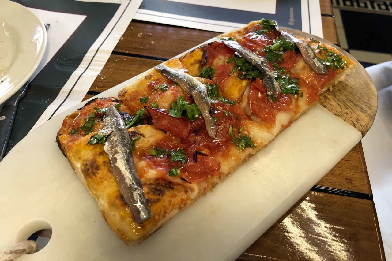 Cresci Roma pizza pomodorini alici
