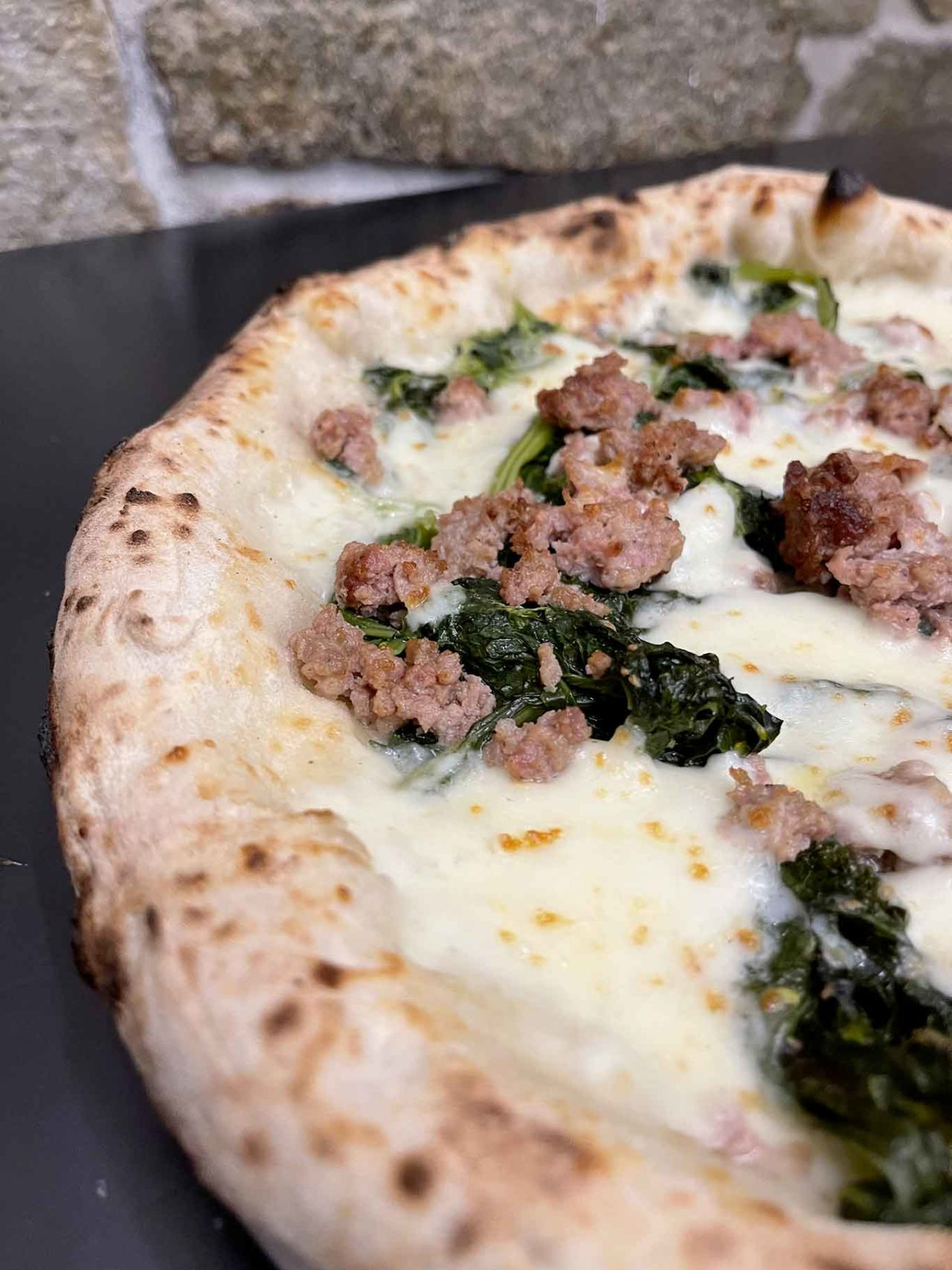 pizza broccoli e salsiccia