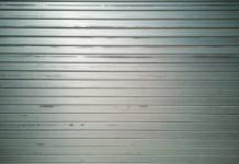Covid ristorante chiuso serranda abbassata