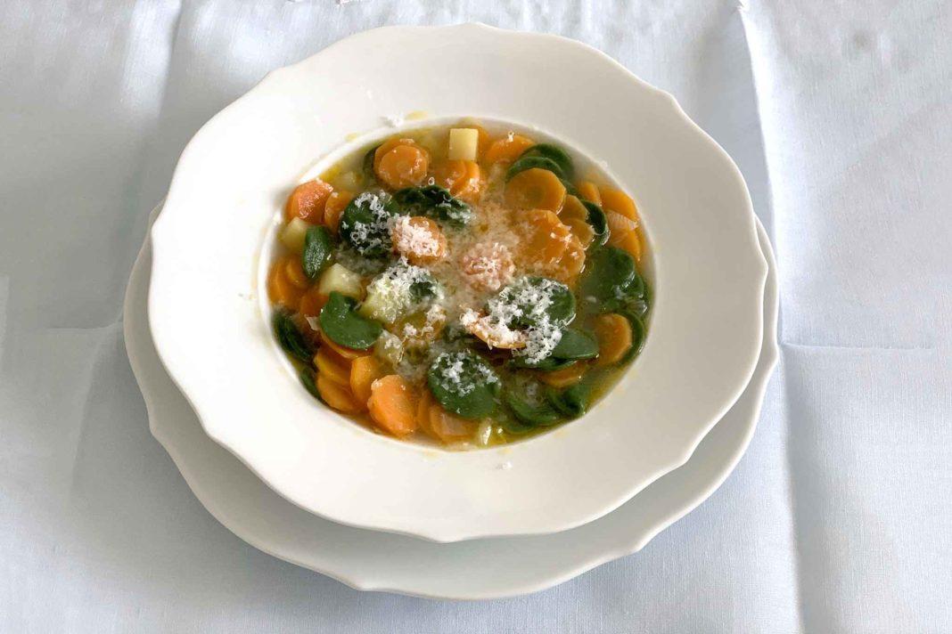 minestra pasta agli spinaci patate carote brodo di pollo