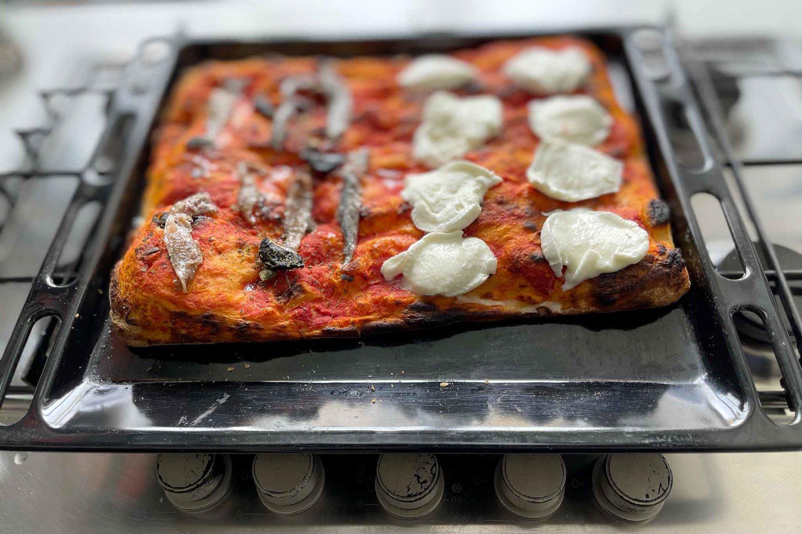 pizza in teglia Andrea Brunetti Lab alici e mozzarella
