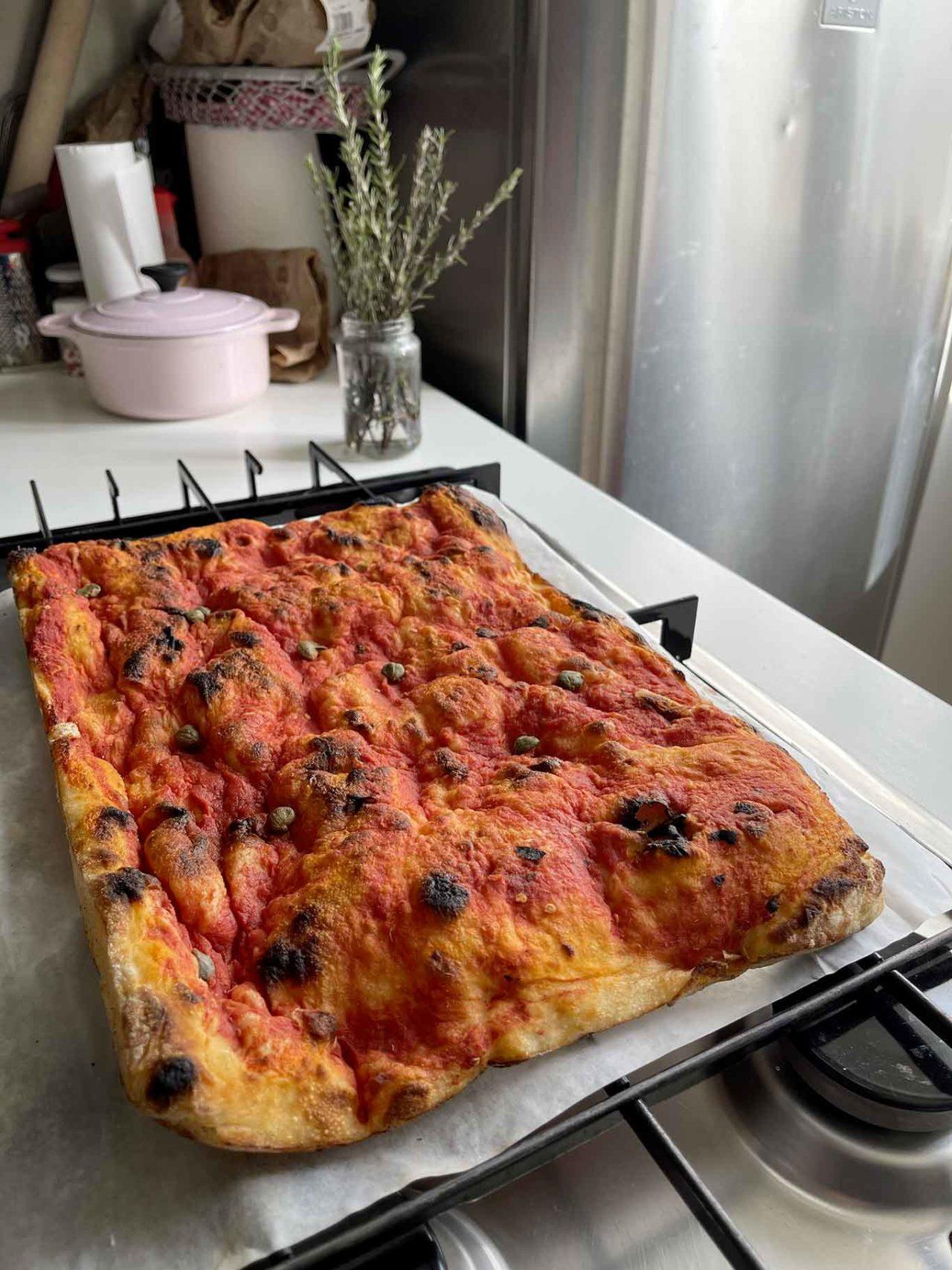 Pizzeria Acqua e Farina Priola Trunch delivery pizza in teglia base rossa