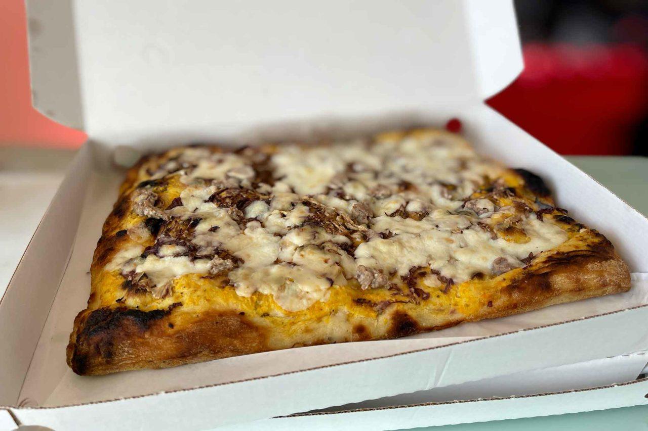 Pizzeria Acqua e Farina Priola Trunch pizza in teglia incarto