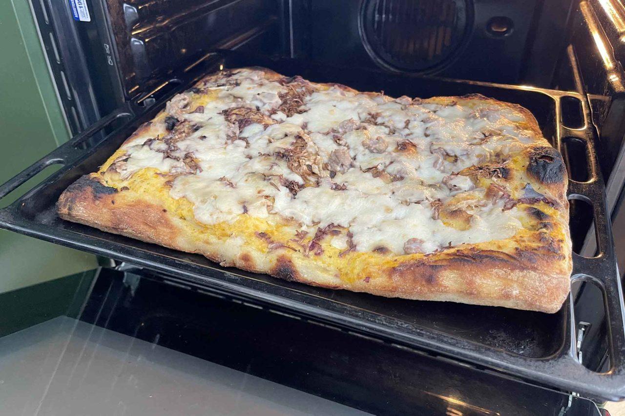 Pizzeria Acqua e Farina Priola Trunch pizza in teglia in forno