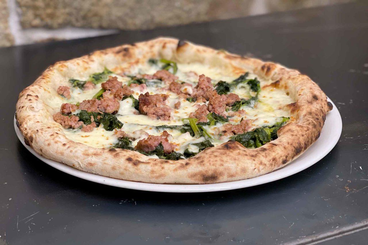 pizzeria Resilienza Salerno pizza broccoli e salsiccia