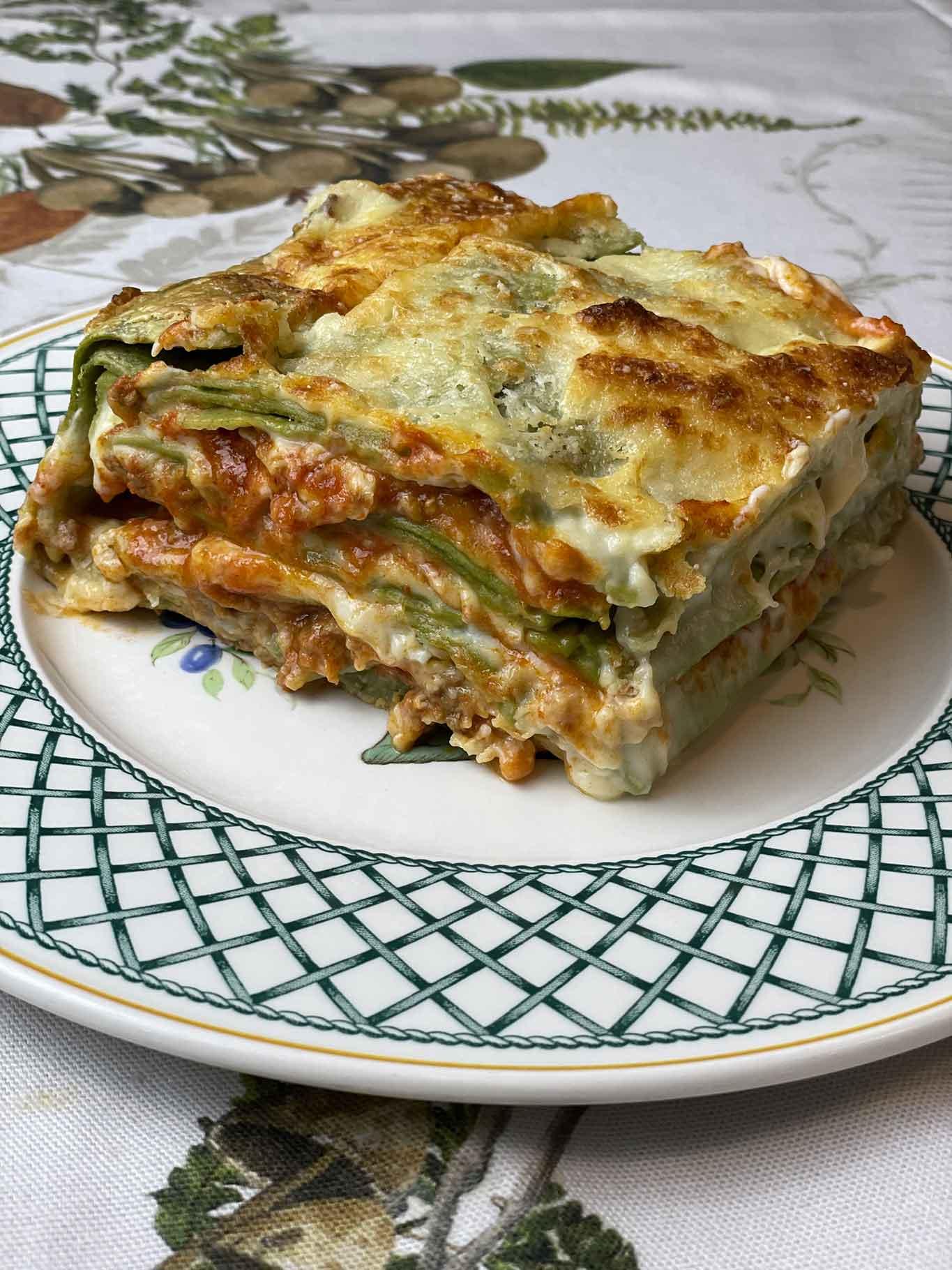 Ricetta Lasagne Verdi Alla Bolognese.Lasagne Alla Bolognese Ricetta Con Ragu Cremoso E Sfoglia Verde