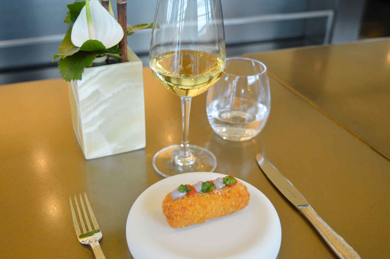 vini costosi e mozzarella in carrozza Armani Hotel