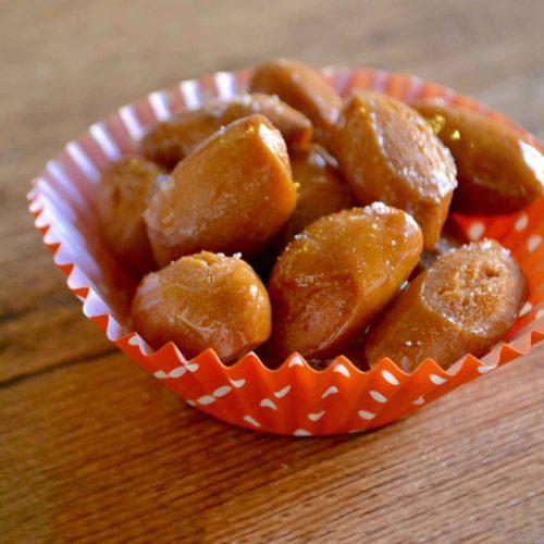 pignolata al miele dolce tradizionale della Sicilia