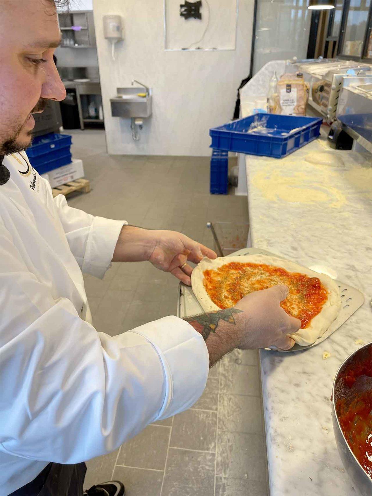 Simeoli stende la pizza canotto