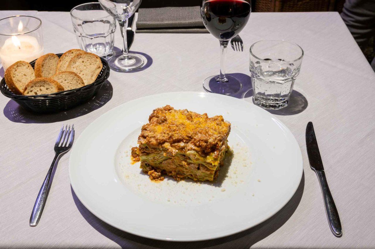 buca san petronio bologna lasagna