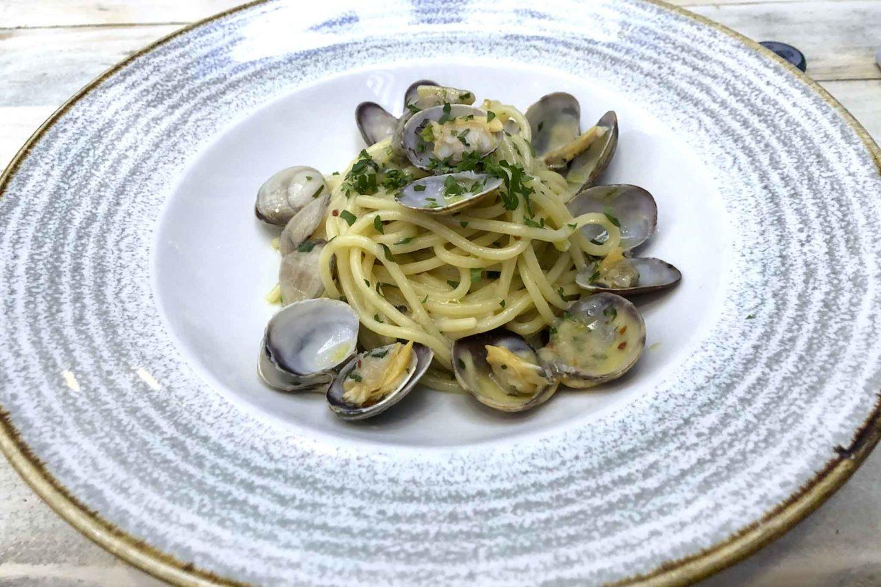 spaghettone alle vongole The Fisherman Burger ristorante pescheria Roma