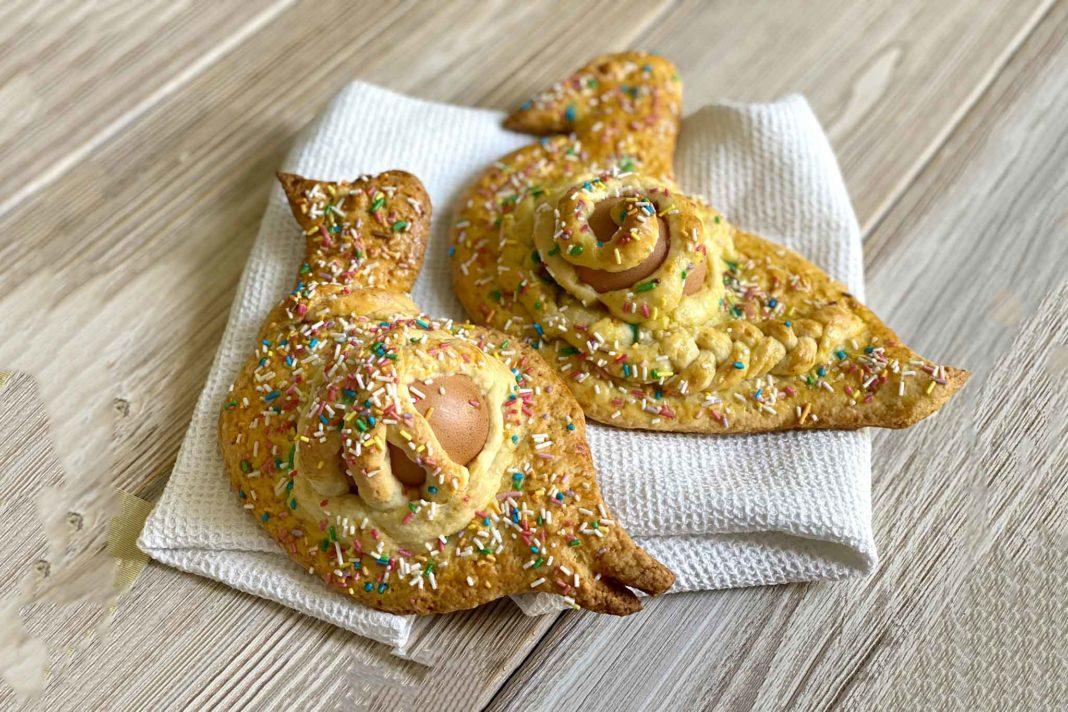 biscotti di Pasqua siciliani con le uova sode cuddura cu ova