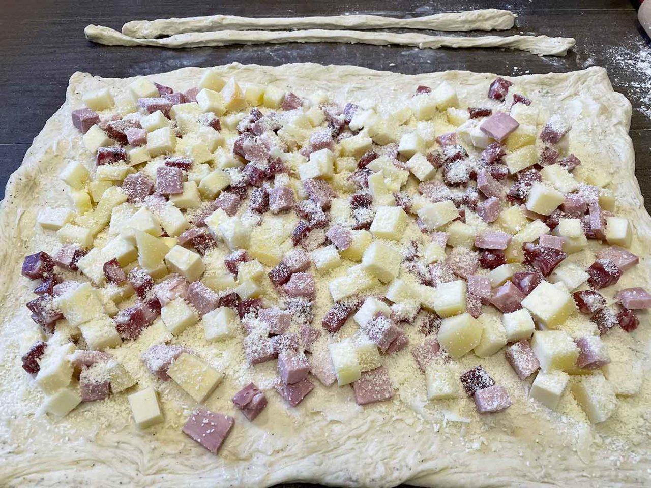casatiello napoletano tradizionale farcitura