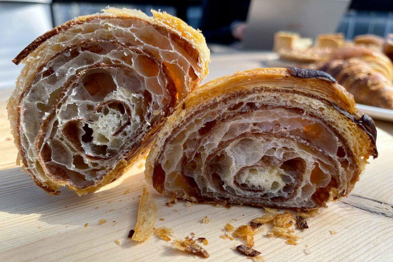 pasticceria Celestina Pollena Trocchia Napoli cornetto cioccolato