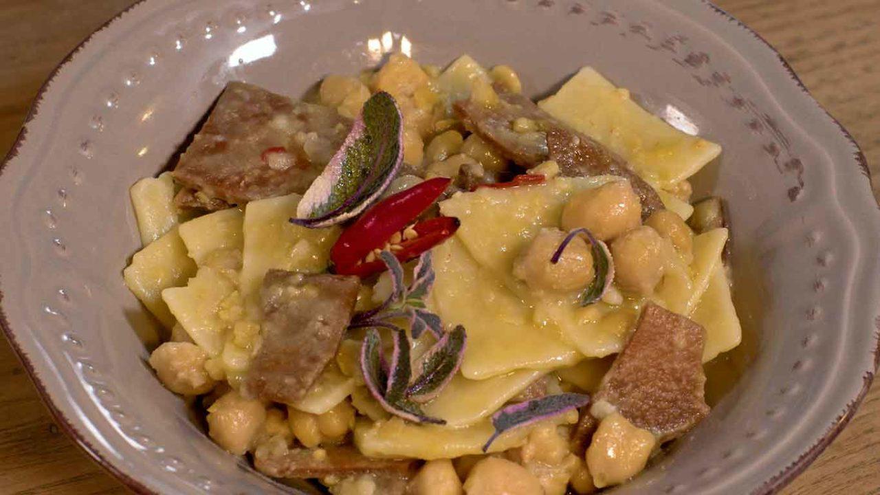 Macàra ai fornelli Puglia pasta e ceci