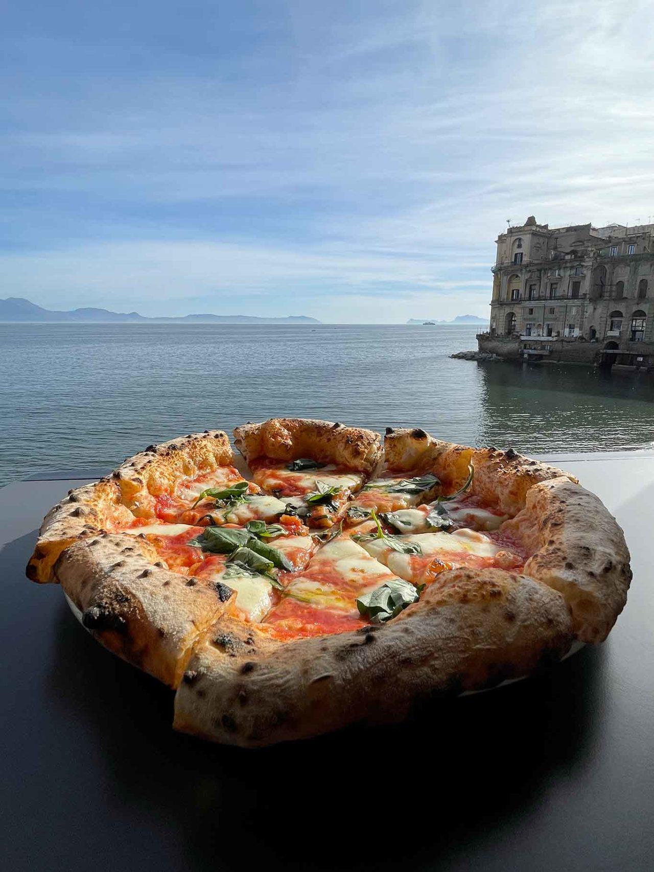 pizza palazzo Petrucci guerra