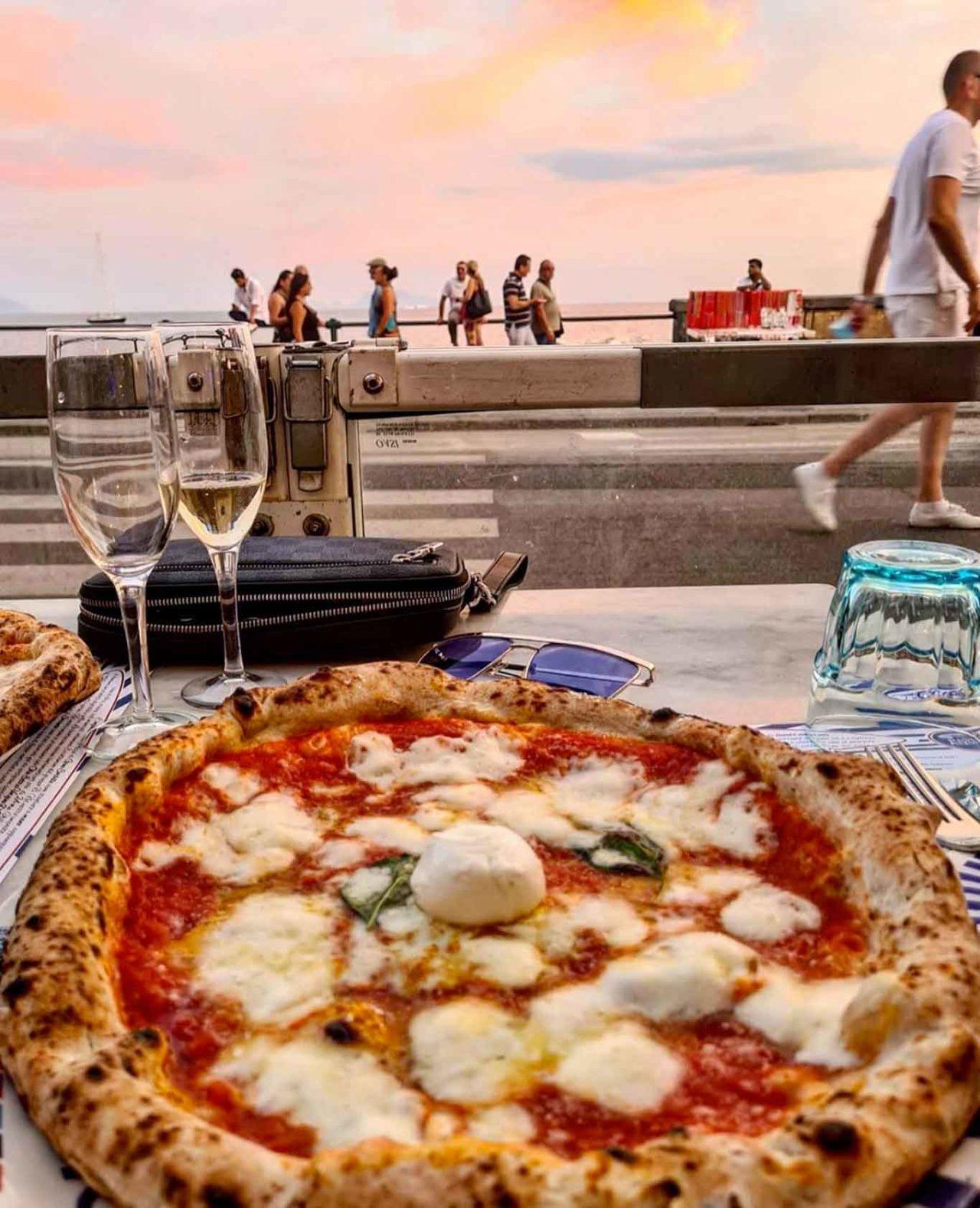pizzerie all'aperto a Napoli: Lievito Madre a Mare