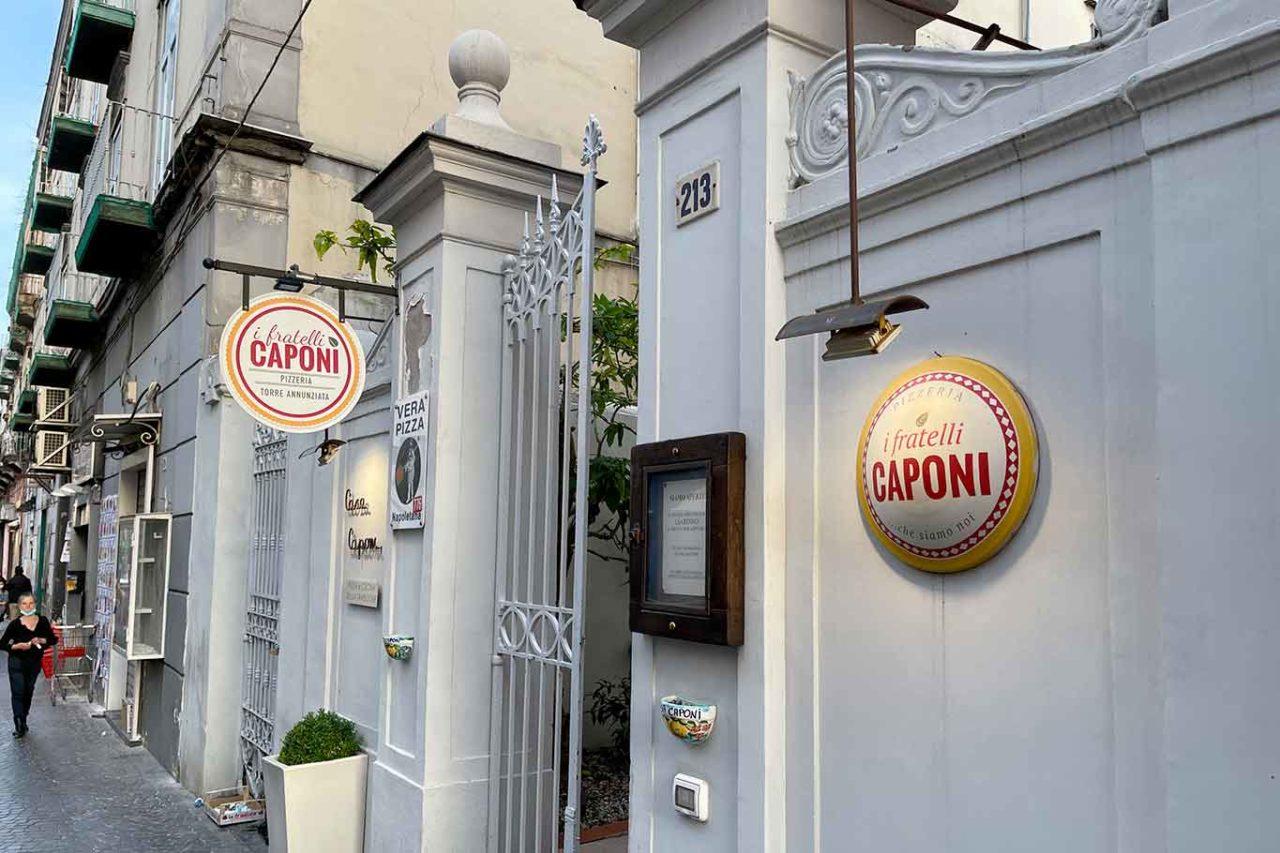 Casa Caponi pizzeria ristorante Torre Annunziata ingresso