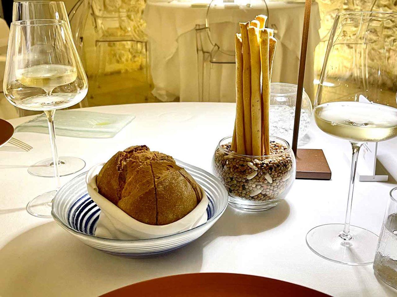 Locanda Don Serafino ristorante stella Michelin Sicilia Ragusa Ibla pane