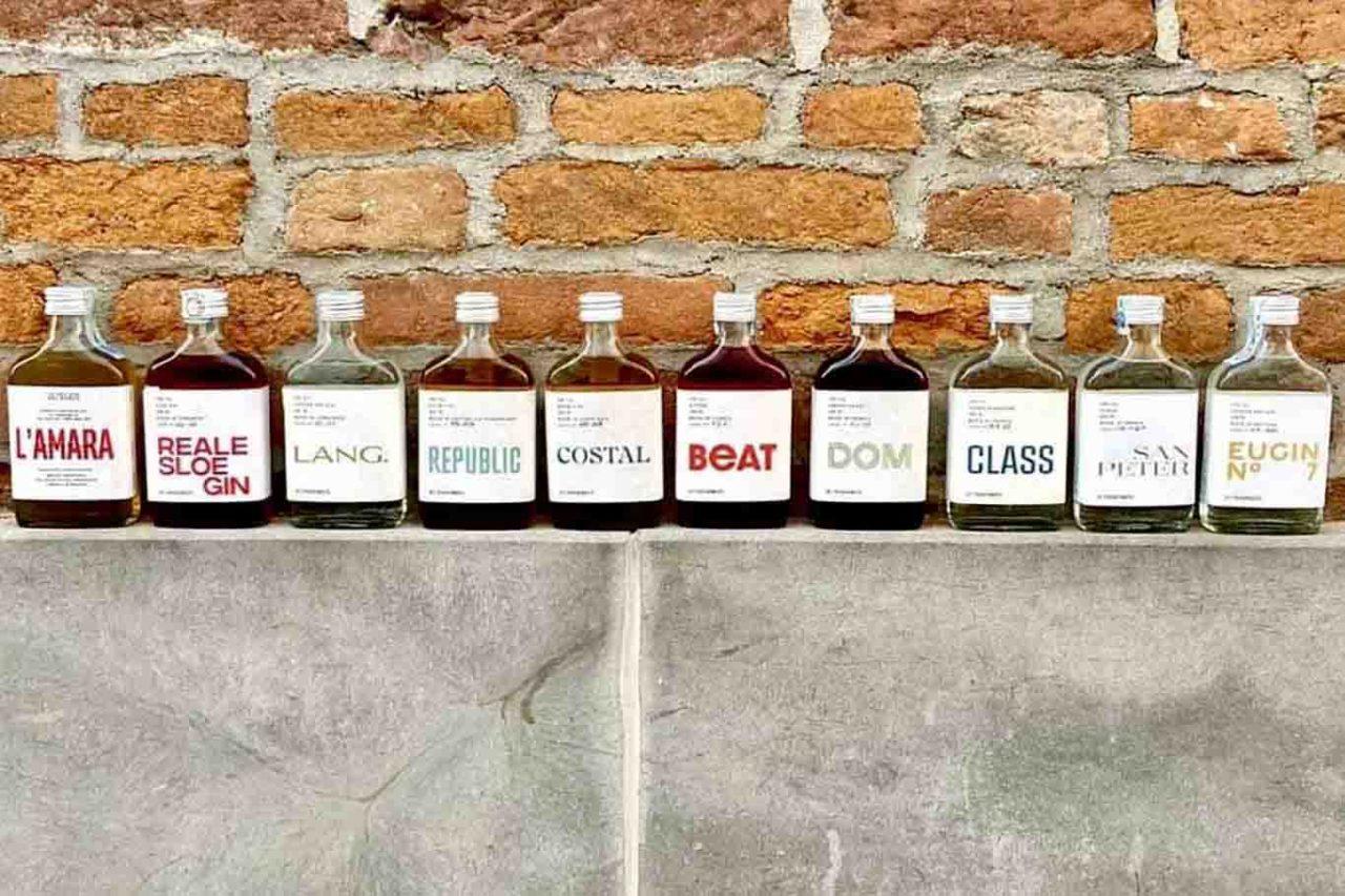 Cocktail pronti in bottiglia icona spirits