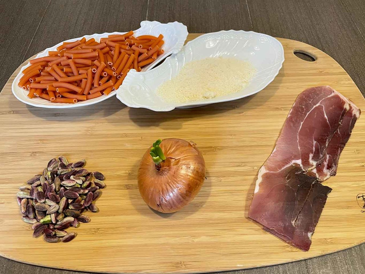 pasta di lenticchie rosse pistacchi cipolla speck ingredienti