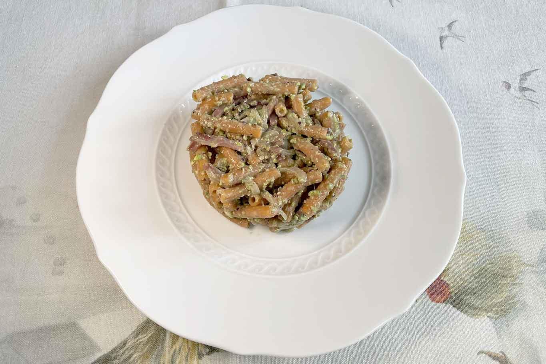 pasta di lenticchie rosse pistacchi cipolla speck