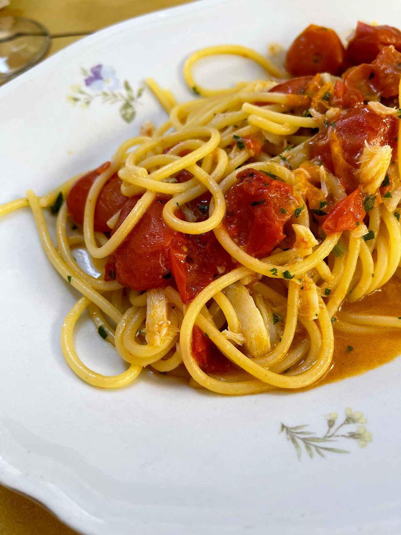 Baccalaria osteria Napoli spaghettoni con i pomodori