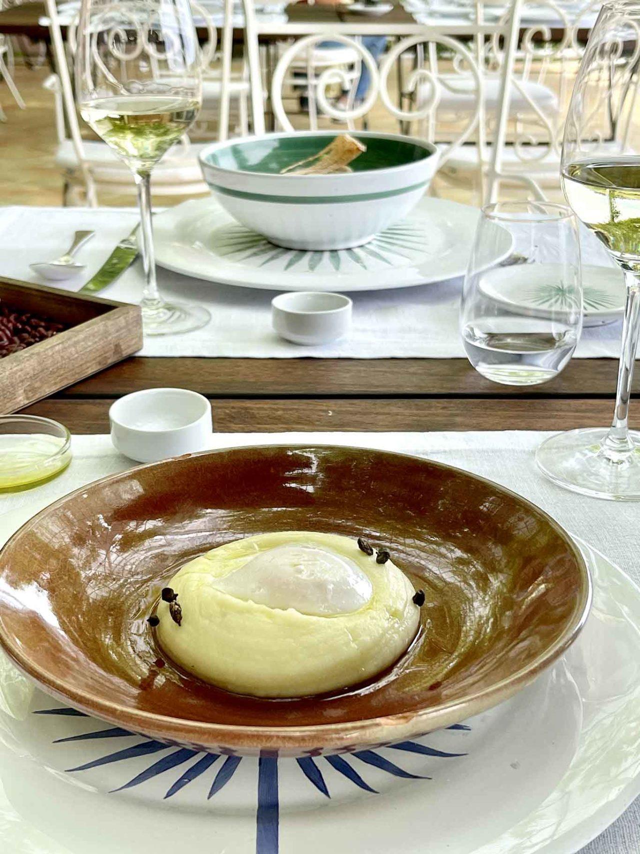 Casa Planeta La Foresteria ristorante Menfi Sicilia uovo del cavaliere