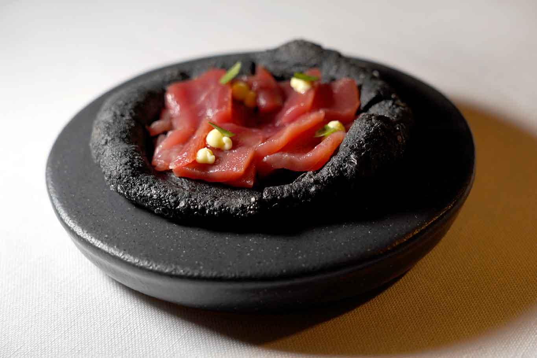 Hoshi Salerno ristorante giapponese pizza fritta con sashimi tonno