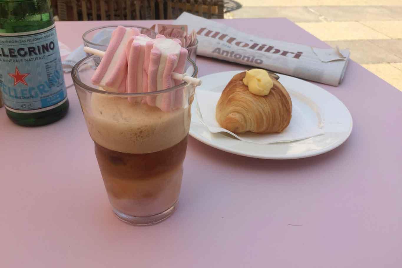 caffè Chiara Ferragni freddo e rosa