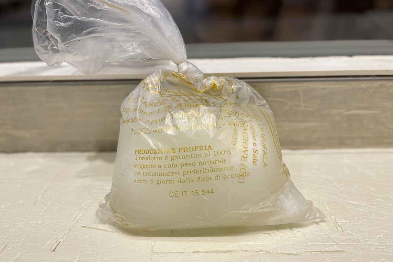 mozzarella latte di bufala caseificio Leuci