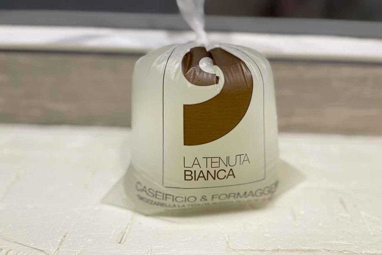 mozzarella latte di bufala caseificio La Tenuta Bianca