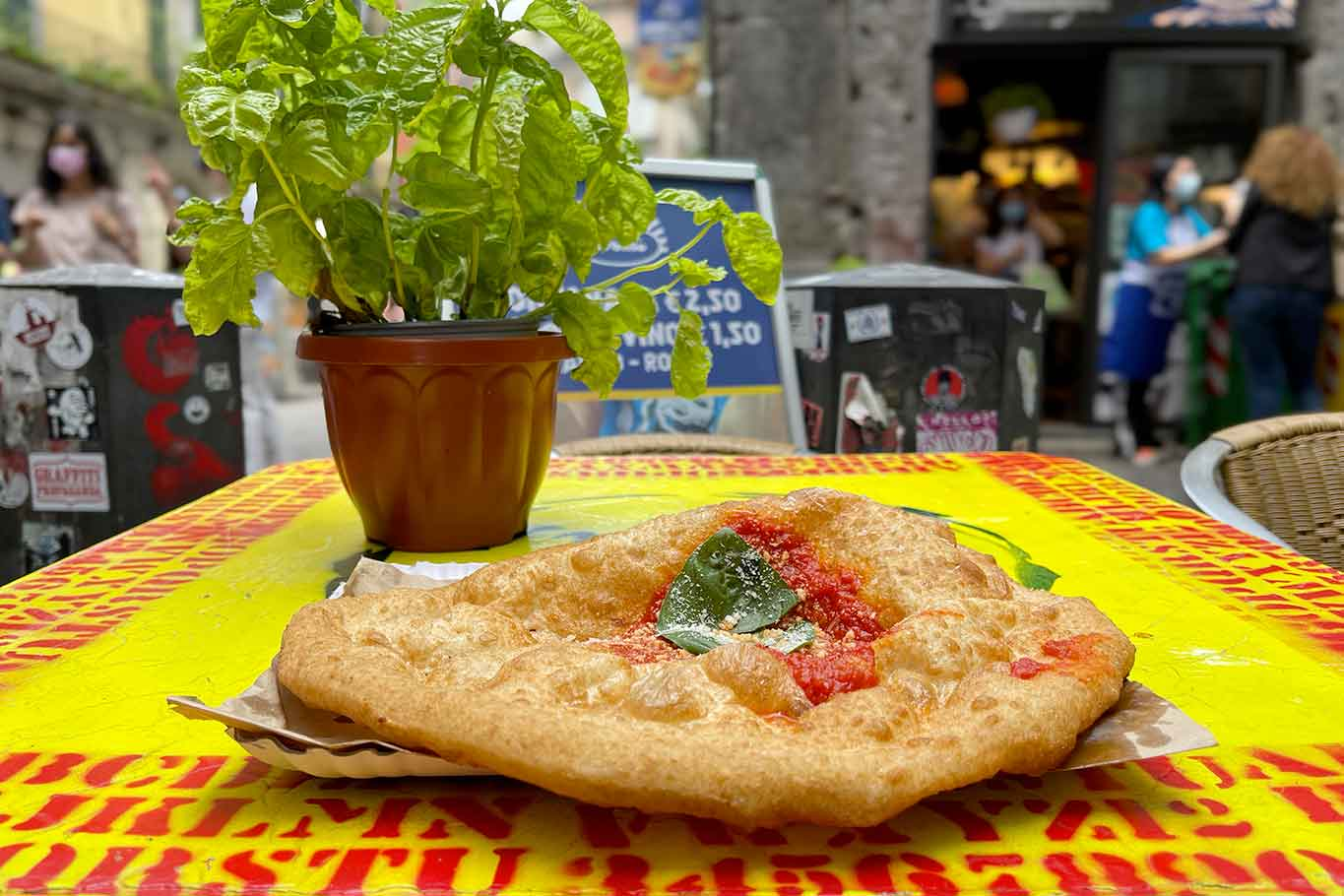 pizza montanara fritta Zia Esterina Sorbillo piazzetta Nilo Napoli