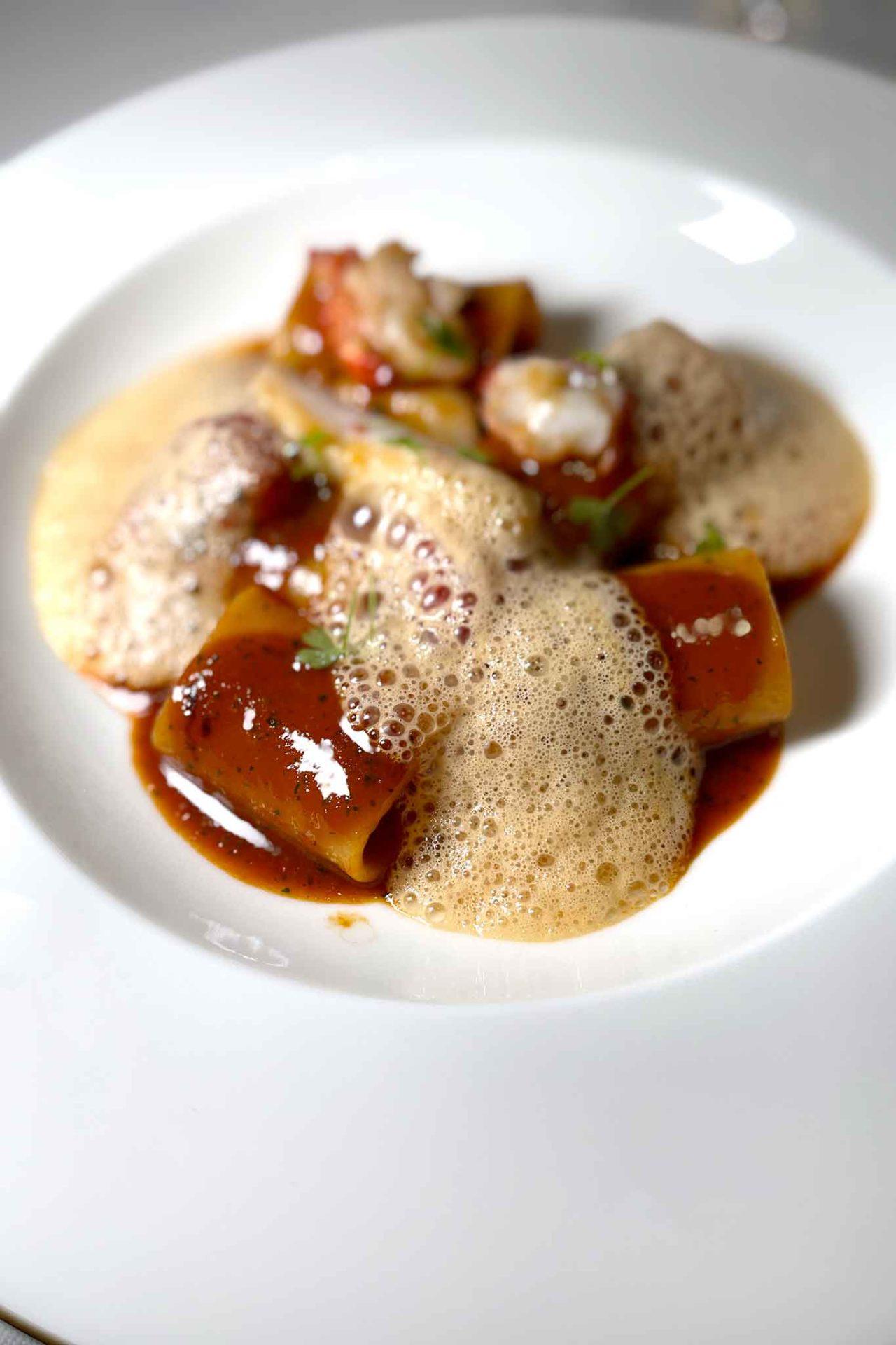 nuovo ristorante Aria Napoli paccheri in zuppa di scorfano