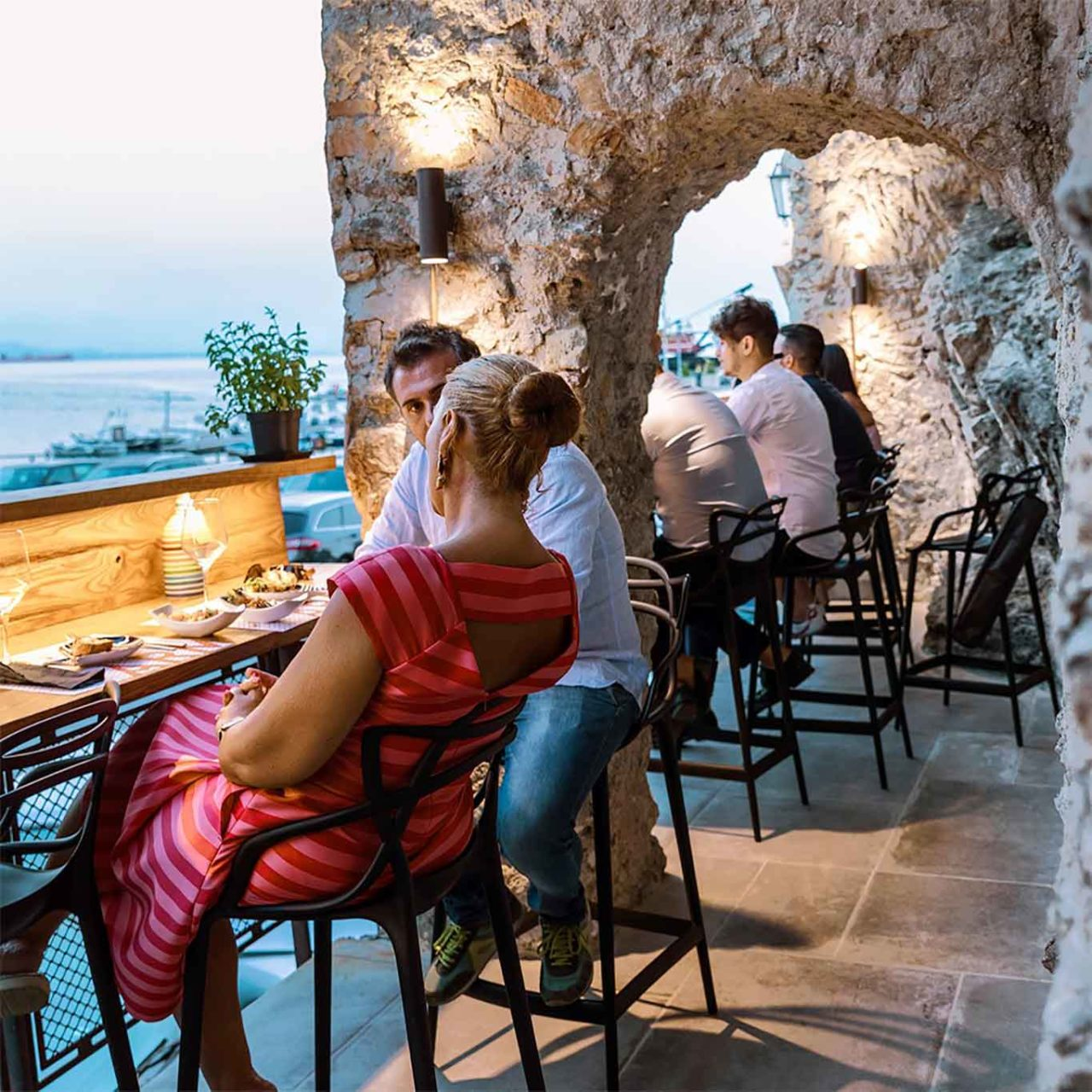 La Dispensa di Armatore a Cetara ristorante tavoli sul mare