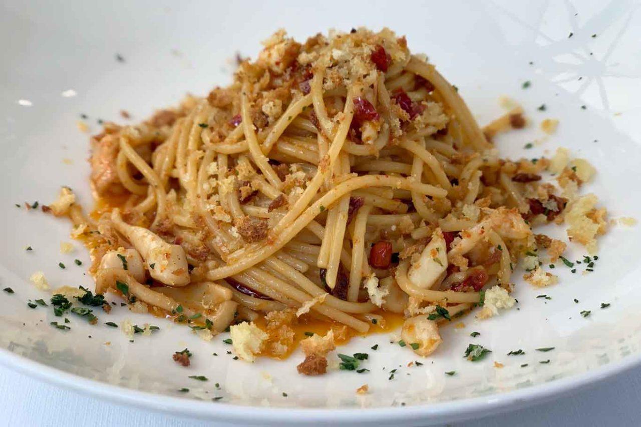 spaghetti aglio olio calamari gamberetti peperone dolce di Altino Trattoria del Mare da Tatillo Pescara