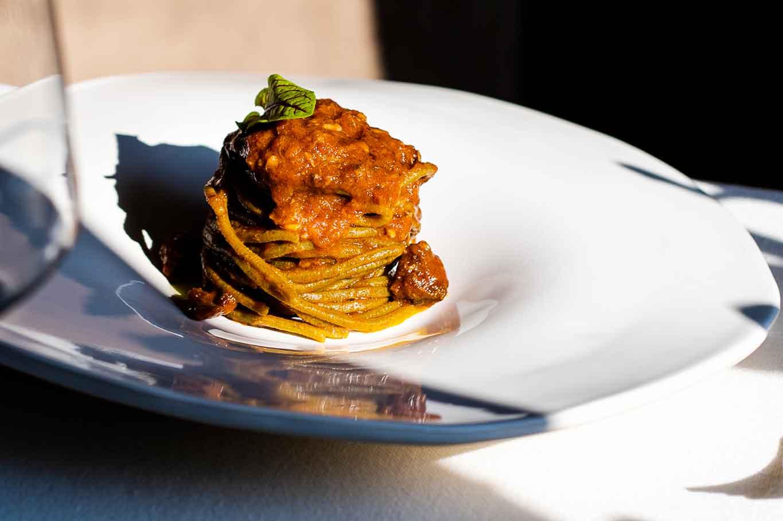 spaghetti di grano arso con ragù antico