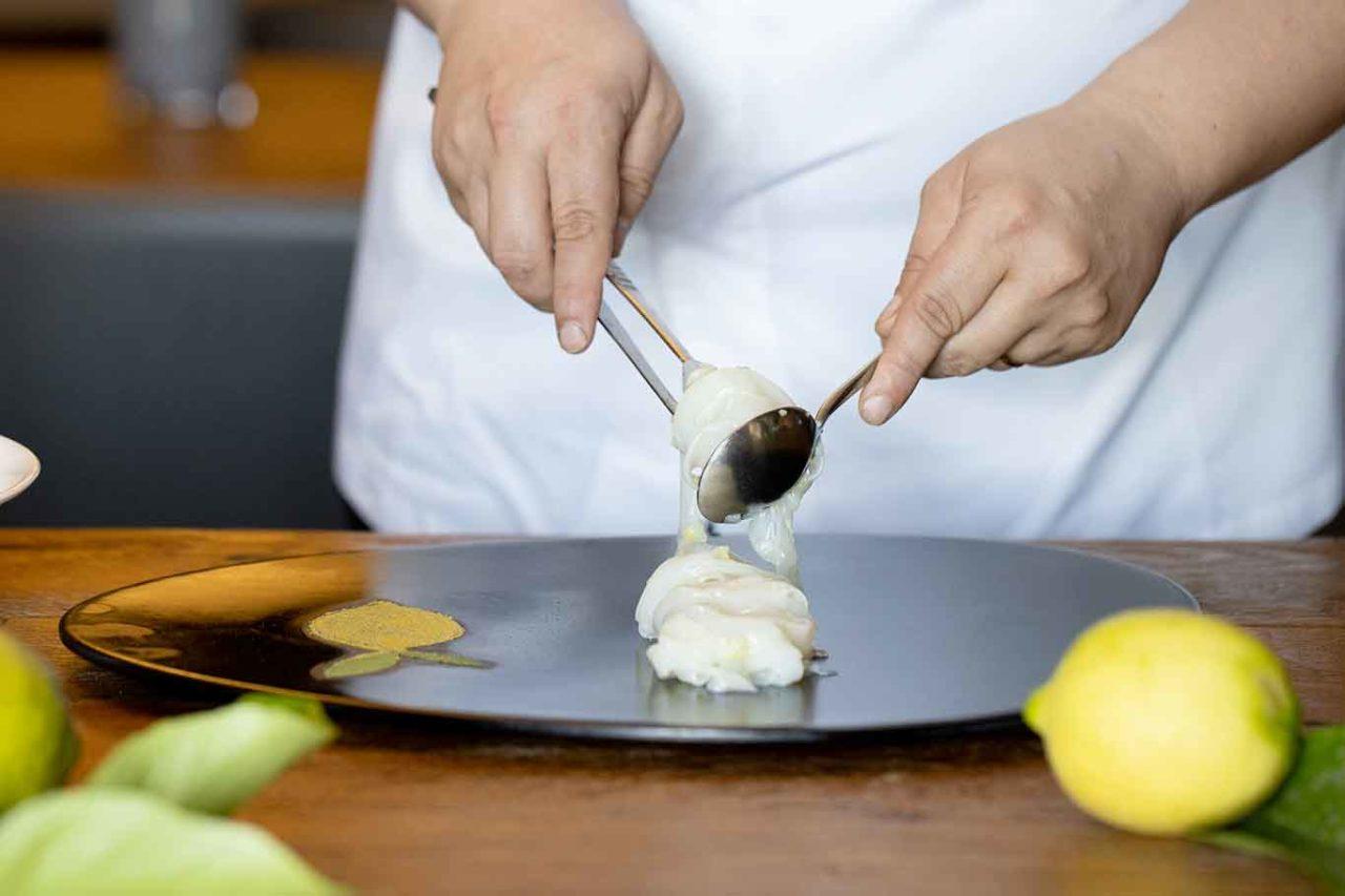 tagliatelle di seppia al limone impiattamento