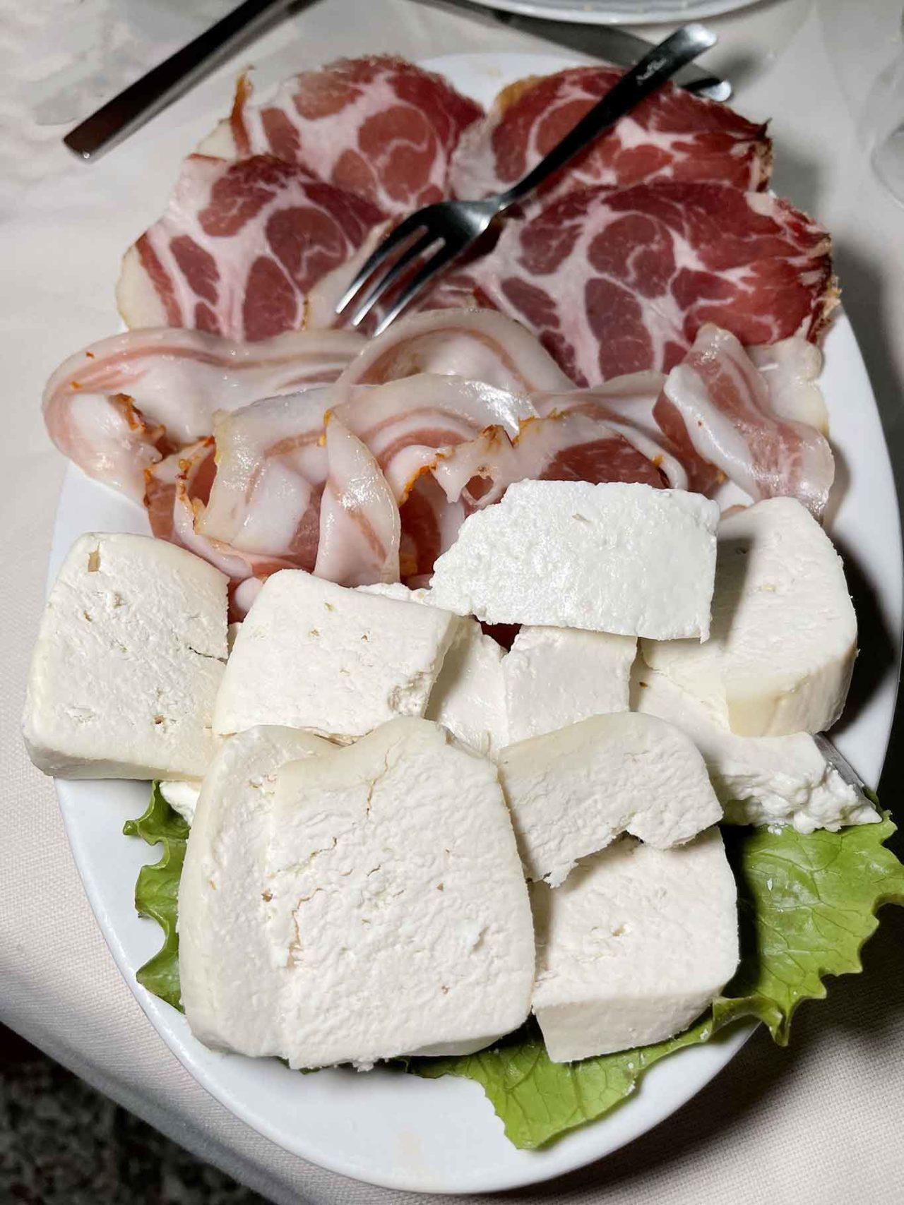formaggio di capra e capocollo